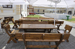 晨曲卡罗来纳州, 6月15日:从晨曲卡罗来纳州庭院的大阳台桌在罗马尼亚 图库摄影
