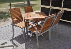 晨曲卡罗来纳州, 6月15日:从晨曲卡罗来纳州庭院的大阳台桌在罗马尼亚 免版税库存图片