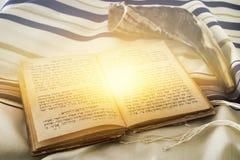 晨祷披巾- Tallit,犹太宗教标志的抽象图象 免版税库存照片