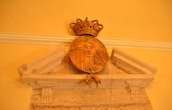 普伊格圣玛丽皇家修道院的古老标志  库存照片