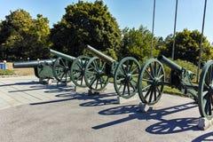 普列文,保加利亚- 2015年9月20日:在全景前面的大炮普列文叙事诗1877在市普列文 免版税库存图片