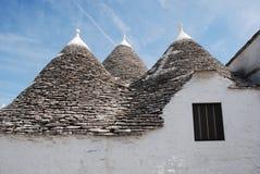 普利亚屋顶trullo视窗 免版税库存照片