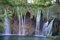 普利特维采湖群国家公园、绿松石湖和瀑布在克罗地亚-联合国科教文组织世界遗产名录 免版税库存照片