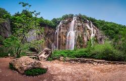 普利特维采湖群国家公园瀑布早晨 免版税库存图片