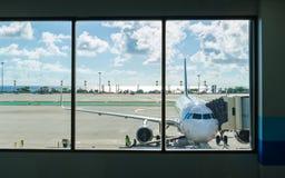 普吉岛机场着陆 免版税图库摄影