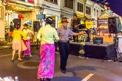 普吉岛镇夜走的街道节日 库存照片