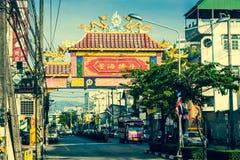 普吉岛,泰国, 12月8,2013 :典型的街道在泰国 图库摄影