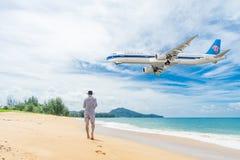 普吉岛,泰国- 2017年10月23日:中国南空中客车 免版税库存图片