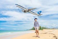普吉岛,泰国- 2017年10月23日:中国南空中客车330- 库存图片