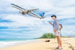 普吉岛,泰国- 2017年10月23日:中国南空中客车330- 免版税库存照片