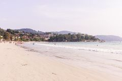 普吉岛,泰国- 2018年3月15日:` Kata Noi `海滩,普吉岛,泰国 库存照片