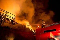 普吉岛,泰国10月16日:在大型商场的火-在肃北着火 免版税图库摄影