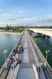 普吉岛,泰国- 2013年8月05日:在普吉岛和Pa之间的桥梁 图库摄影