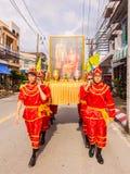 普吉岛,泰国- 2016年8月26日:未认出人装载泰国 免版税库存图片