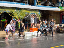 普吉岛,泰国- 2017年4月13日:泰国佛教新年的庆祝- Songkran 免版税库存图片