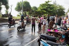 普吉岛,泰国- 2017年4月13日:泰国佛教新年的庆祝- Songkran 免版税库存照片