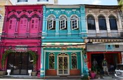 普吉岛,泰国- 2014年4月15日:老大厦丝光斜纹棉布Portugues样式在普吉岛 库存图片