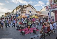 普吉岛,泰国2015年11月01日:老拖曳的游人商店 免版税库存图片