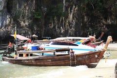 普吉岛,泰国- 1月05 :使海皮船2015年1月05日的游览小船亚洲环境美化 免版税库存图片