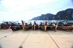 普吉岛,泰国- 1月05 :使海皮船2015年1月05日的游览小船亚洲环境美化 图库摄影
