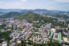 普吉岛,泰国- 4月14 :有老大厦的普吉岛老镇 库存图片