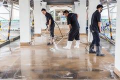 普吉岛,泰国- 7月21 :清洗圣的未认出的人 免版税库存图片