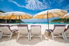 普吉岛,泰国DEC 21 :美丽的景色蓝天和清楚的wate 免版税库存照片
