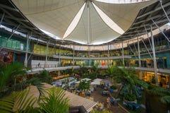 普吉岛, 2014年5月22日:中央节日购物中心入口以开放 免版税库存照片