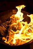 普吉岛, THAILAND-FEB 10 : :农历新年-人们被烧的伪造品 库存照片