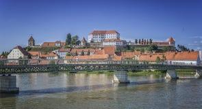 普图伊和城堡与德拉瓦河河 库存图片