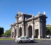普埃尔塔de AlcalA? ¡ -新古典主义的纪念碑,马德里,西班牙 图库摄影