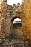 普埃尔塔del Capitel,门道入口Capitel在巴达霍斯,西班牙Alcazaba  免版税图库摄影