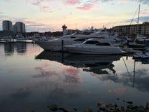 普埃尔托巴利亚塔小游艇船坞日落的 免版税库存图片