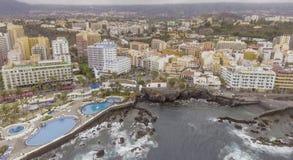 普埃尔托德拉克鲁斯,特内里费岛鸟瞰图  免版税库存图片