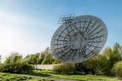 普尔科沃观测所的天线无线电望远镜在圣彼得 免版税库存照片