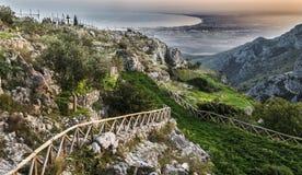 普尔萨诺墙壁- Gargano -普利亚美丽的景色  免版税图库摄影