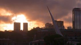 普恩特De在日落,布宜诺斯艾利斯,阿根廷的La Mujer 免版税库存图片