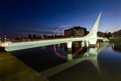 普恩特de la Mujer Bridge在布宜诺斯艾利斯 图库摄影