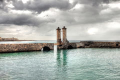 普恩特de las Bolas Stone桥梁在阿雷西费,兰萨罗特岛,西班牙 免版税库存图片
