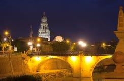 普恩特Viejo和大教堂在夜 murcia 库存图片