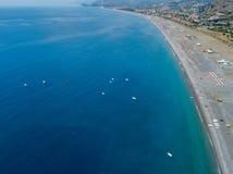 普拉伊阿阿马雷海滩,科森扎省,卡拉布里亚,意大利鸟瞰图  06/26/2017 免版税图库摄影