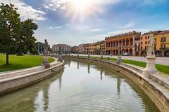 普拉托della瓦尔运河在帕多瓦,意大利 库存图片