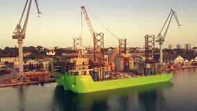 普拉,克罗地亚- 2017年8月5日 未完成的顶起的船具船阿波罗鸟瞰图停住在造船厂 股票视频