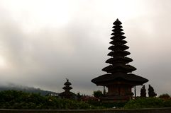 普拉Ulun Danu Bratan剪影 Bedugul 巴厘岛 印度尼西亚 免版税库存图片