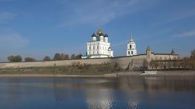 普斯克夫克里姆林宫,10月晴朗的早晨的看法 普斯克夫俄国 影视素材