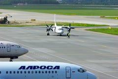 普斯克夫Avia安托诺夫24 RV航空器在普尔科沃国际机场在圣彼德堡,俄罗斯 库存照片