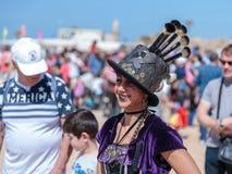 普珥节节日的参加者在童话服装穿戴了在凯瑟里雅,以色列 免版税图库摄影