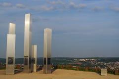 普福尔茨海姆,德国- 4月29 2015年:轰炸城市纪念品Wallberg瓦砾小山的在普福尔茨海姆,德国,金城市 库存照片