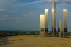 普福尔茨海姆,德国- 4月29 2015年:轰炸城市纪念品Wallberg瓦砾小山的 库存图片