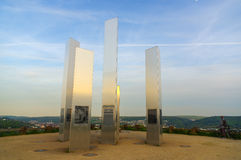 普福尔茨海姆,德国- 4月29 2015年:轰炸城市纪念品Wallberg瓦砾小山的 免版税库存照片